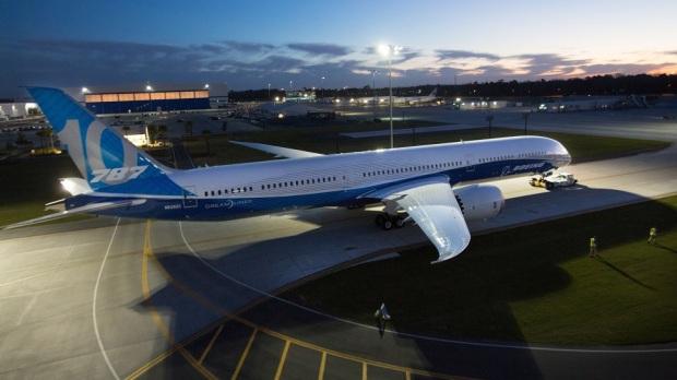 BOEING DEBUTS ITS 787-10 DREAMLINER