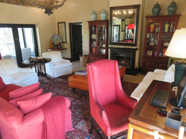 ROYAL SUITE: LIVING & DINING AREA